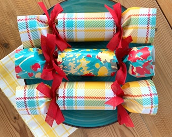 NEW! Plaid and Flower Party Crackers       Set of 6