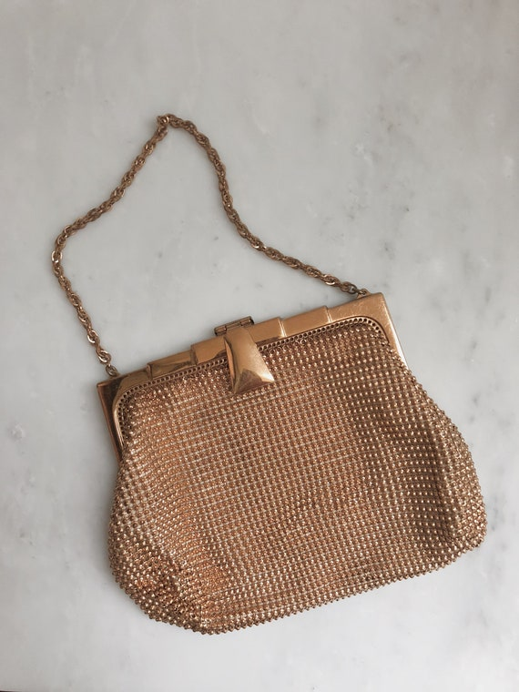 Vintage 1940s Whiting and Davis Co. gold mesh Clut