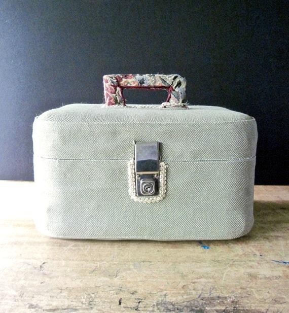 Vintage Train Case, Small Vintage Suitcase, Cosme… - image 2