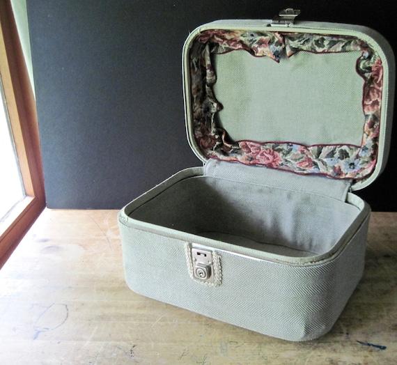 Vintage Train Case, Small Vintage Suitcase, Cosme… - image 1