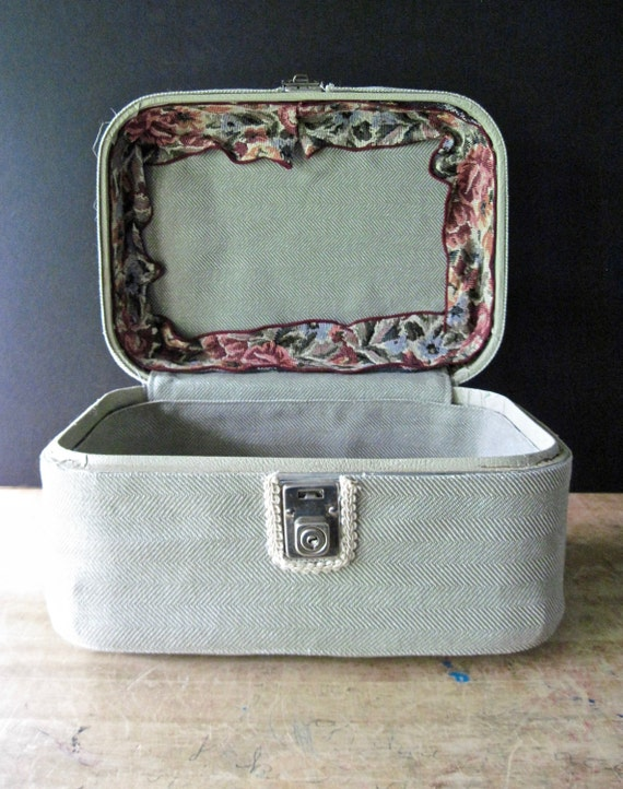 Vintage Train Case, Small Vintage Suitcase, Cosme… - image 3