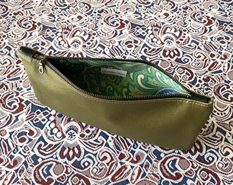 Green Leather Clutch/Leather Bag/Add Style to Your Wardrobe/Clutch/Bag/Purse/Small Bag/Gift/Leather Purse
