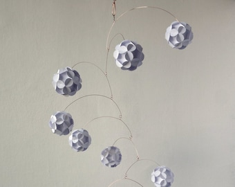 Hanging mobile, White paper balls, Kinetic, Decoration
