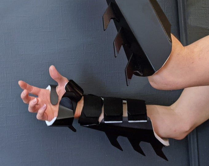 V3.0 Metal Batman Gauntlets - Martial Arts Grade