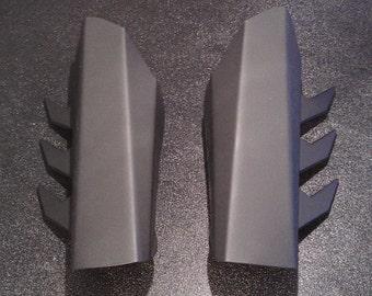 V1.0 Metal Batman Gauntlets - Classic Fin Style