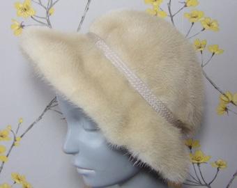 e18299d3ca6 1960s Vintage Pearl Mink Cloche Grosvenor Canada Exclusive to Harrods Fits  22