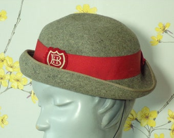 c41e98477dabc Vintage Grey Felt Hat School Girl Style Hat Wool Felt Hat with Red Ribbon