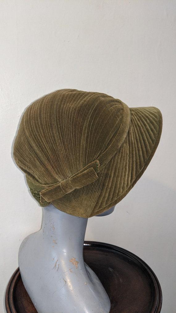 Vintage 1930s Moss Green Corduroy Velvet Hat Small