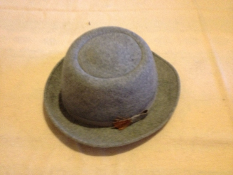 Vintage 1970s DON ANDERSON Gray 100/% Wool Felt Feather Accent Brooch Ladies/' Fedora Hat Size Small
