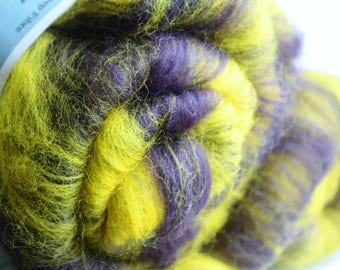 Mixed fibre hand blended batt for spinning