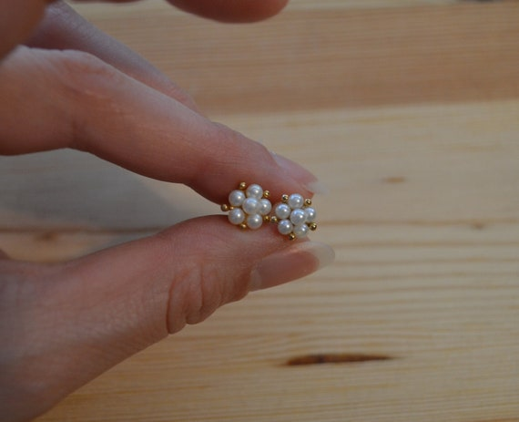 Dainty vintage new old stock 14k gold flower earri