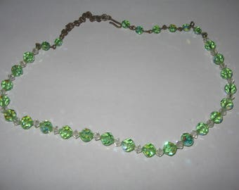 1950's Green Glass Necklace Costume Vintage Jewelry #e167