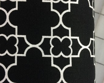 Timeless Treasures - FAT QUARTER CUT - Quatrefoil by Gail Cadden - C3580 Black