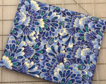 Timeless  Treasures - FAT QUARTER cut of Regency Metallic - Opulent Feathers in  Lavender