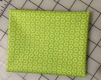 Riley Blake - FAT QUARTER cut of Circle Dot in Green in 100%