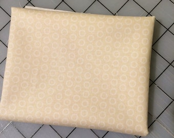 FAT QUARTER cut of Riley Blake - Circle Dot in Cream in 100%