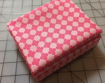Riley Blake Mini Quatrefoil - FAT QUARTER Cut - RBD Designers - C345-71 Pink/Hot Pink - 100% cotton