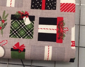 Riley Blake - FAT QUARTER cut of Christmas Delivery Presents in Grey by Carta Bella