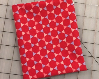 Penny Rose - FAT QUARTER cut of Coming Up Roses - Roses - Hexi in Red  C6272-RED