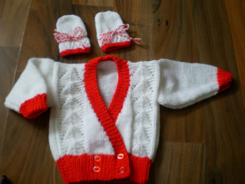 BABY HAND KNITTED MITTENS NEW 3-6 MONTHS ACRYLIC WOOL RED