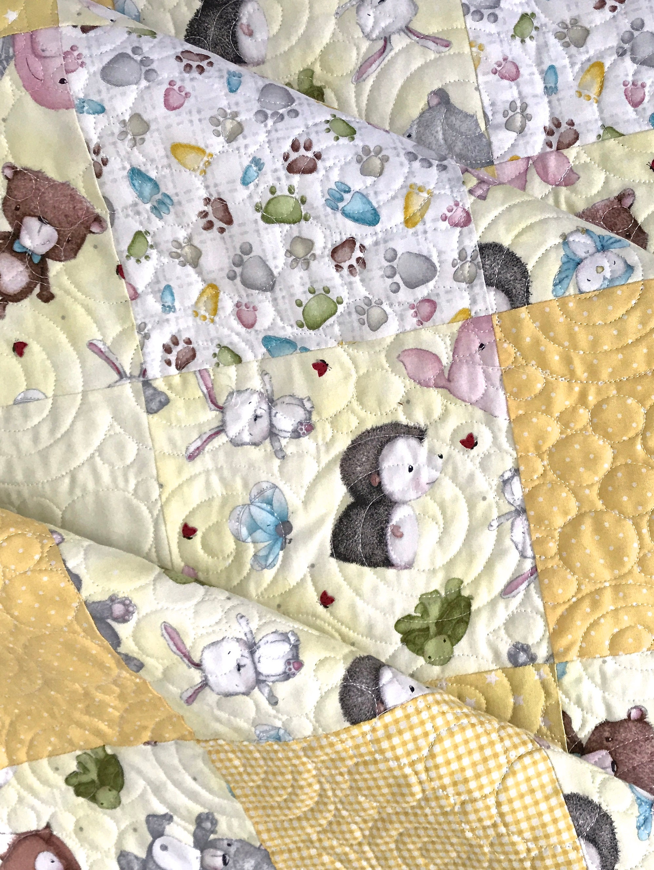 Bébé Patchwork Quilt avec des copains se blottir pour Quilting Treasures jaune gris brun vert blanc rose