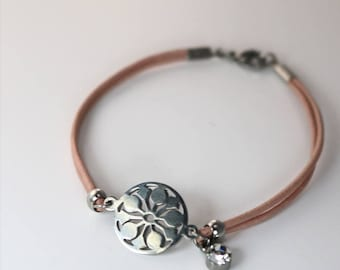 Flower and Leather Bracelet