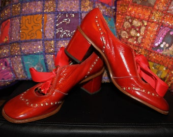 Little Red Robin-60s 70s Deadstock Pillarbox Red Chunky Heel Lace-Up Loafers