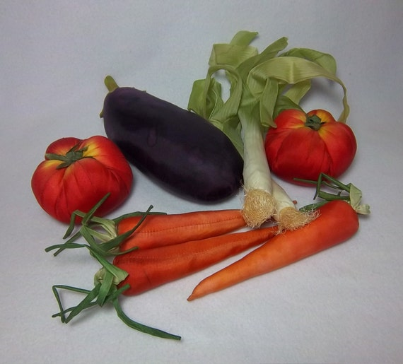 Kitchen Decor Vegetables: Realistic Cloth Vegetables Hand Sewn Vintage Kitchen Decor