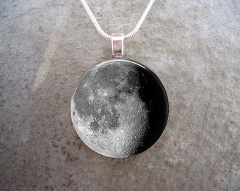 Waning Gibbous Moon Phase Pendant - 1 Inch Diameter Domed Glass - Necklace or Key Chain - Astronomy Gift - Style MOON-WANGIB