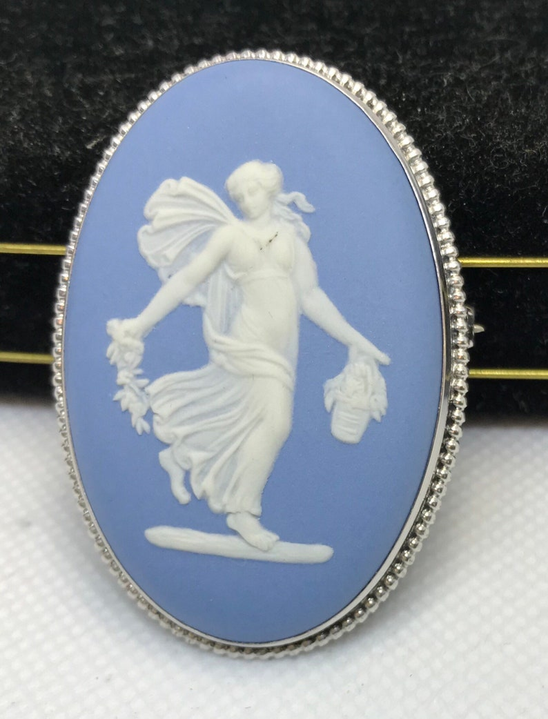 17grms Sterling silver wedgewood pin brooch great condition 52x36mm 3576