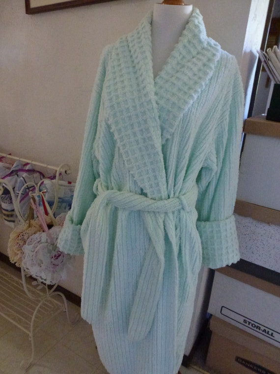 Vintage LIGHT MINT GREEN Chenille Robe- Vintage Ch