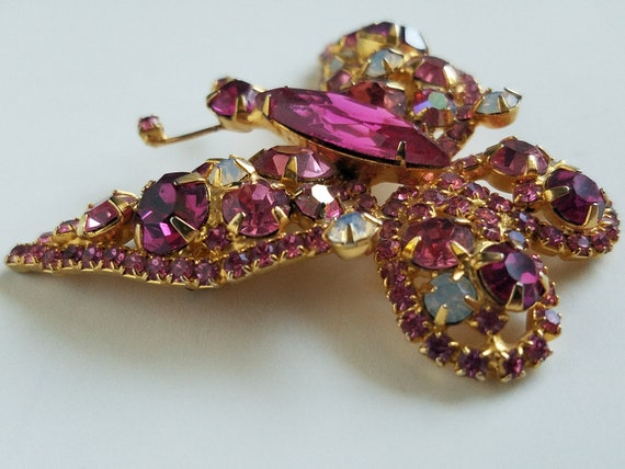 Vintage Butterfly Juliana Brooch Pink Tones Sparkling Crystals Ice Rhinestones In Goldtone Setting
