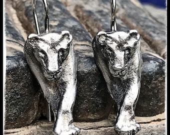 Silver Lioness Earrings. Earrings Silver Leone front view. Silver Leone earrings face view.