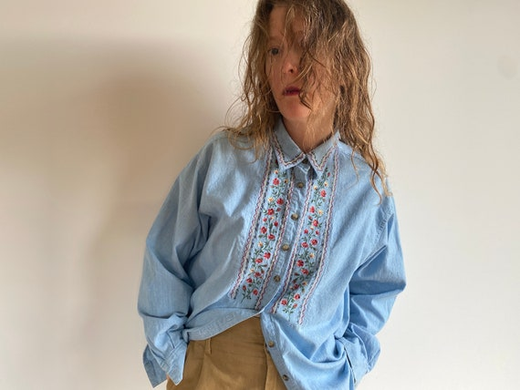 Vintage Embroidered Cotton Chambray Shirt / 1980s… - image 5