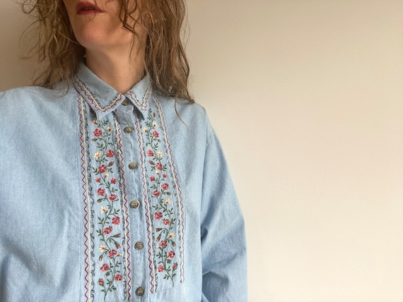 Vintage Embroidered Cotton Chambray Shirt / 1980s… - image 3