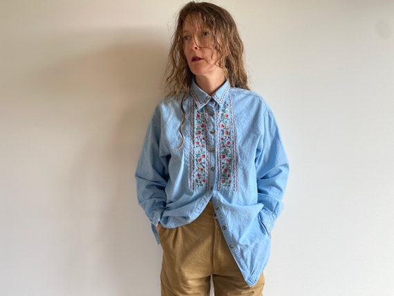 Vintage Embroidered Cotton Chambray Shirt / 1980s… - image 2
