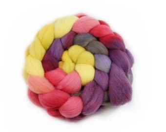 Roving - Hand Dyed Roving - Winter Lily - Targhee Wool - 4 Ounces
