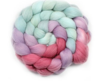 Hand Painted Roving - Hummingbird  - 100% Merino wool - 21.5 Microns µm, 4 Ounces