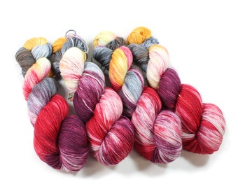 Hand dyed yarn - Corriedale Wool - hand dyed fingering weight yarn - 400 yards - Sock Yarn - fingering weight yarn - Winter Lily