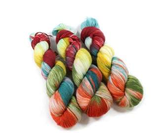 Hand dyed yarn - Corriedale Wool - hand dyed fingering weight yarn - 400 yards - Sock Yarn - fingering weight yarn - Mums for Mum