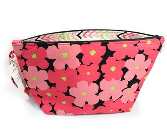 Project Bag - Knitting Project Bag - Yarn Bag - Zipper Project Bag - Bright Pink Flowers