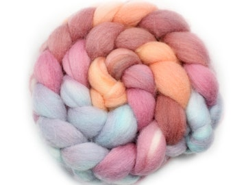 Hand dyed  Roving - Handed Painted Roving - Roving - Morning Mist - Falkland Wool, 4 Ounces
