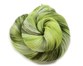 Hand dyed yarn - Corriedale Wool - hand dyed fingering weight yarn - 400 yards - Sock Yarn - fingering weight yarn - Later Gater