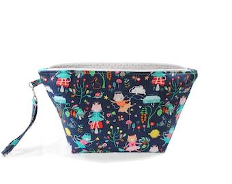 Project Bag - Knitting Project Bag - Yarn Bag - Cosmetic Bag - Bag with Divider - Zipper Project Bag - Sugar Plum Kitty