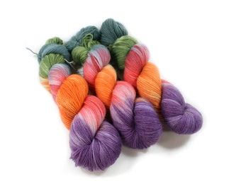Hand dyed yarn - Corriedale Wool - hand dyed fingering weight yarn - 400 yards - Sock Yarn - fingering weight yarn - Enchanted Forest