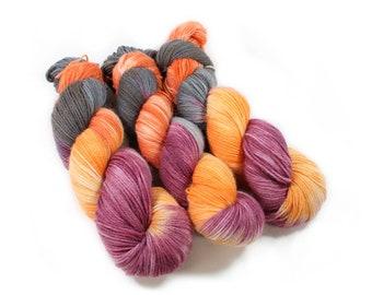 Hand dyed yarn - Corriedale Wool - hand dyed fingering weight yarn - 400 yards - Sock Yarn - fingering weight yarn - Song Bird