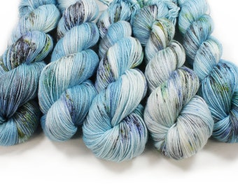 Hand Dyed Yarn - dyed yarn - hand dyed fingering weight yarn - 400 yards - fingering weight yarn - Arctic