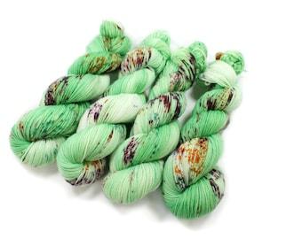 Hand dyed yarn - Corriedale Wool -  hand dyed fingering weight yarn - 400 yards - Sock Yarn - fingering weight yarn - Frogger