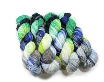 Hand dyed yarn - Corriedale Wool - hand dyed fingering weight yarn - 400 yards - Sock Yarn - fingering weight yarn - Rainier