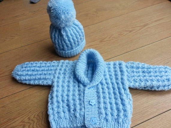 0-3 Months Blue /& Green Gift Box /& Greeting Card; Beige Designer Crocheted Baby Hat and Booties Set